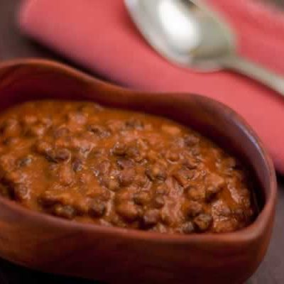 Creamy black lentils in tomato sauce