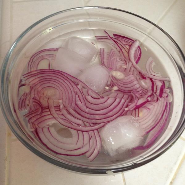 Soaking Red Onions   Tip   Recipe Renovator