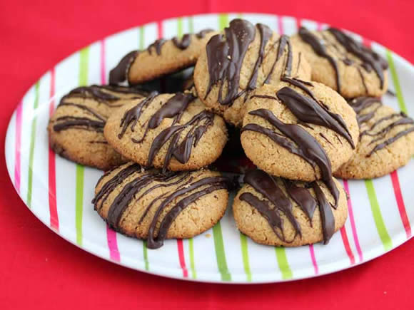 Peanut butter cookies from Jeanette's Healthy Living | featuring on Recipe Renovator