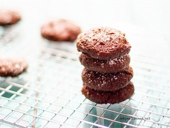 Chocolate quinoa cookies from Cooking Quinoa | Month O' Cookies on Recipe Renovator